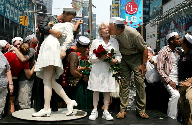 an analysis of the kissing sailor and the story behind the iconic photograph Woman in iconic times square photograph  was in one of the most famous photographs ever taken  kissing sailor: the mystery behind the.